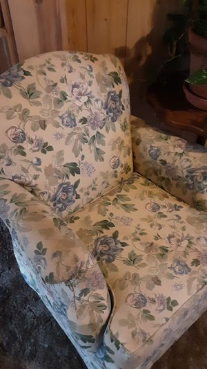 Pair of Broyhill chairs matching set for Sale in Brainerd, MN