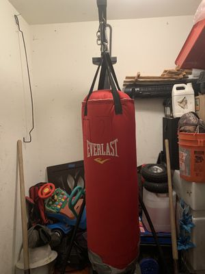 Boxing heavy bag & stand for Sale in Victorville, CA