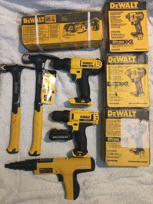 Dewalt lot plus 3 estwing hammers for Sale in Tacoma, WA