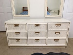 White dresser with 2 mirrors for Sale in Sebring, FL