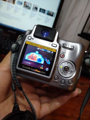 Kodak East Share, 10X; 5.0 megapixel, excellent condition. Has lens adapter 45.5 mm to 55mm, USB cable, kodak bag. for Sale in Hialeah, FL