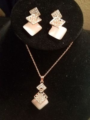New Rose Colored Necklace Set for Sale in Las Vegas, NV