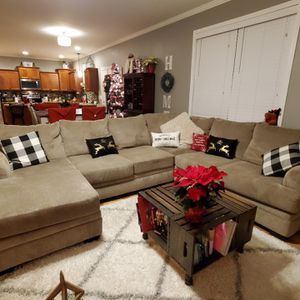 2pc sectional with modular chaise for Sale in Lebanon, TN