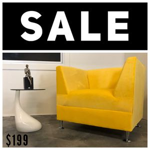 Velvet Accent Chair - Butaca - Sofa for Sale in Miami, FL