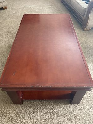 Free Coffee Table for Sale in Bakersfield, CA