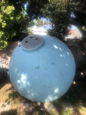 Water tank / plastic fiber 1000 galón for Sale in Los Angeles, CA