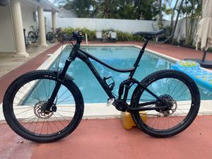 Giant stance 2 M side 27.5 mountain bike for Sale in Miami, FL