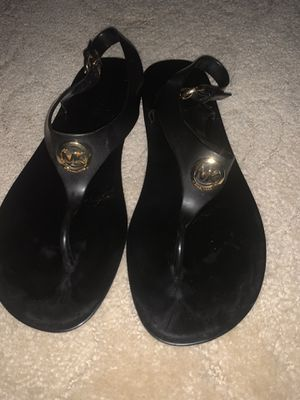 LIKE NEW WOMENS SIZE 9 BLACK MICHAEL KORS SANDALS for Sale in Parma, OH