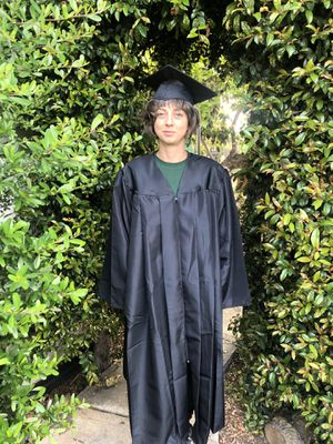 Graduation bachelors high school gown robe and hat set for Sale in San Diego, CA