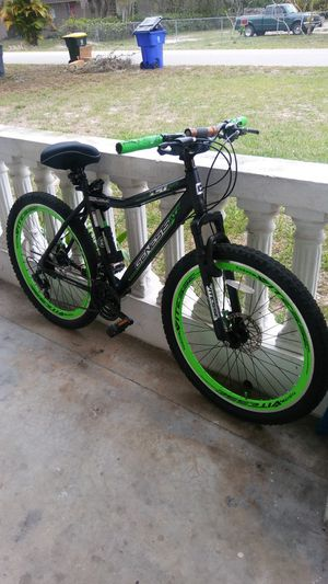 Mens Genesis mountain bike for Sale in Sebring, FL
