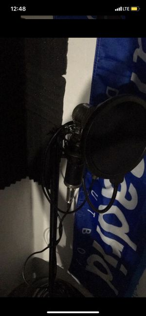 Microphone and Stand, Pop Filter and 4 Cables for Sale in Doral, FL