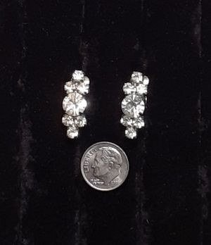 Kn1000 simulated diamond vintage clip on earrings prom wedding party club bling for Sale in Southaven, MS