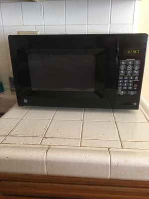 Microwave oven black GE (bought in January) gently used As new !! //$40 for Sale in West Hollywood, CA