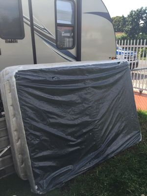 Set de colchon y box spring for Sale in Hialeah, FL