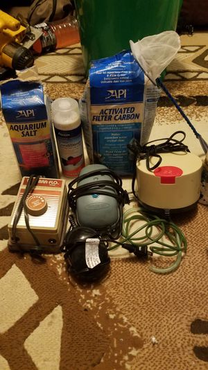 Fresh and salt water solutions and 4 bubble machines for fish tanks for Sale in San Diego, CA