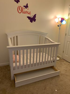 Convertible Crib, Mattress & Diaper Pail for Sale in Columbia, MD