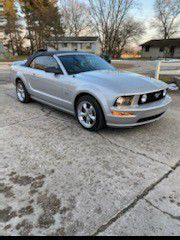 2007 ford mustang GT convertible for Sale in De Motte, IN