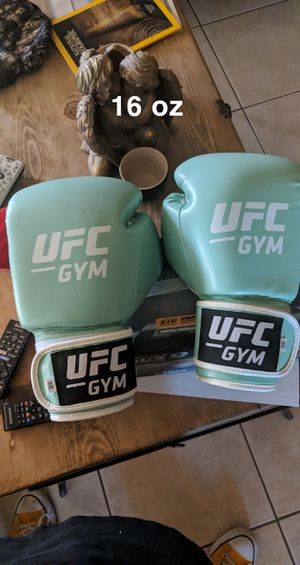 16oz UFC Gloves, lightly used for Sale in Albuquerque, NM