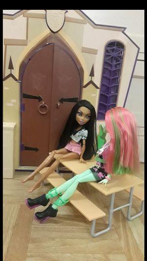 Monster high school set with 2 dolls for Sale in Phoenix, AZ