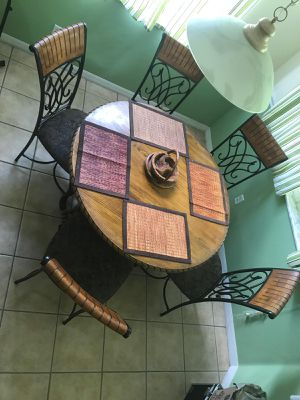 Breakfast table and chairs for Sale in Orlando, FL