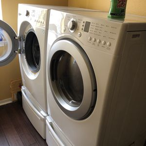 LG Washer & Dryer With Pedestals for Sale in Katy, TX
