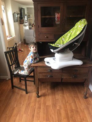 4moms mamaRoo baby swing for Sale in Everett, WA