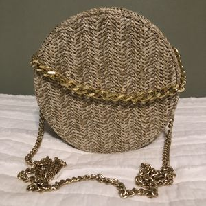 NWOT Straw Round Crossbody Bag with Gold Chains for Sale in Los Angeles, CA