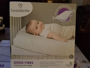 Swaddle me good vibes baby crib wedge with vibration for Sale in Litchfield Park, AZ