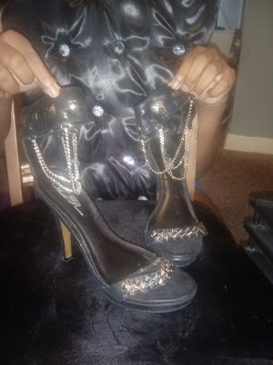 Black heels with silver chains size 8 for Sale in North County, MO