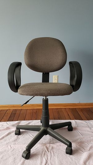 Grey Rolling Office Chair for Sale in Pittsburgh, PA