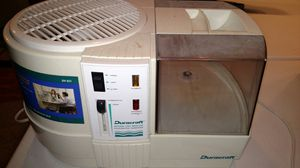 Humidifier - Duracraft 1 gallon for Sale in East Peoria, IL