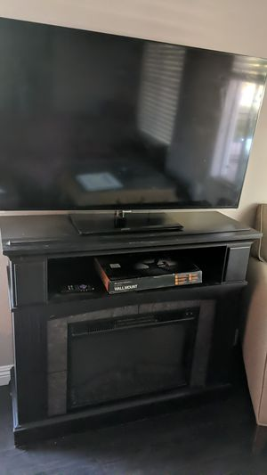 """50"""" 1080p smart t.v., wall mount, and fireplace for Sale in Las Vegas, NV"""