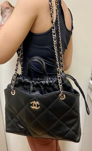 CHANEL leather shoulder bag for Sale in Dallas, TX