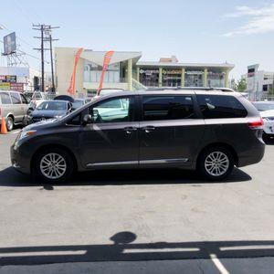 $1 2013 Toyota Sienna XLE Minivan 4 D for Sale in Los Angeles, CA