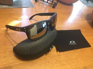 BRAND NEW Polarized Oakley Holbrook Sunglasses for Sale in San Diego, CA