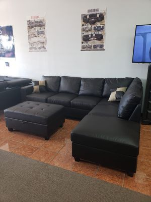 Sectional Faux Leather FREE OTTOMAN & ACCENT PILLOWS for Sale in Irving, TX