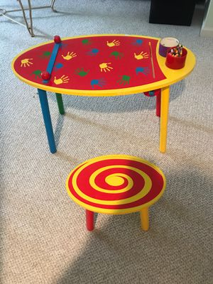 Kid art desk and stool for Sale in Clarksville, MD