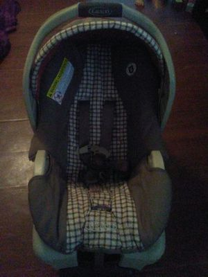 Graco car seat with base. for Sale in Miami, FL