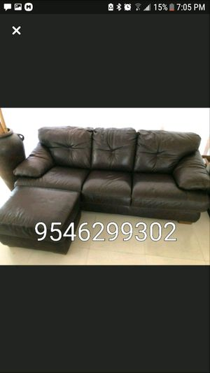 Leather sofa for Sale in Fort Lauderdale, FL