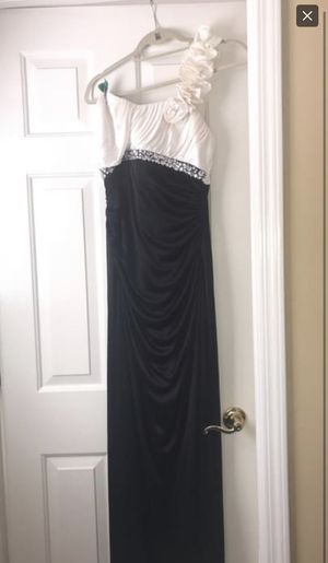 2 prom dresses for Sale in Cumming, GA