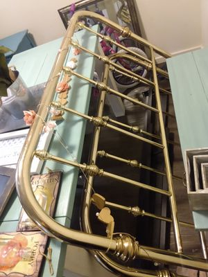Queen metal bed frame for Sale in Puyallup, WA