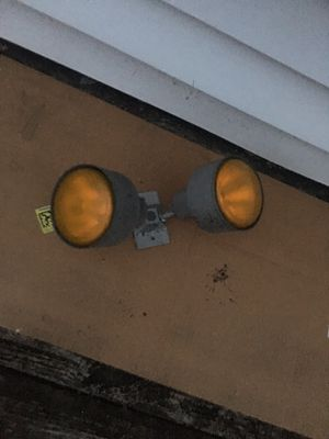 Outdoor lamp light fixture - bulbs work for Sale in Falls Church, VA