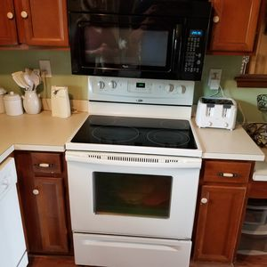 Whirlpool oven and mircrowave combo for Sale in Virginia Beach, VA