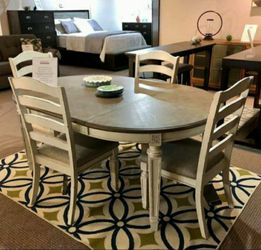 Realyn Chipped White Oval Dining Room Set 📍 Table and Chairs for Sale in Round Rock,  TX