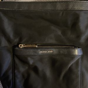 Michael Kors Crossbody Purse-AVAILABLE for Sale in Commerce, CA