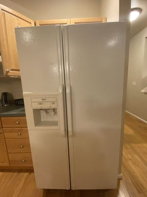 Whirlpool 26.6 cu. ft. Refrigerator for Sale in Issaquah, WA