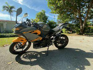 Motorcycle Kawasaki ninja 400 for Sale in Miami, FL