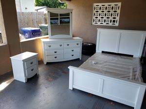 WHITE Full Size Bedroom Set for Sale in Fort Lauderdale, FL
