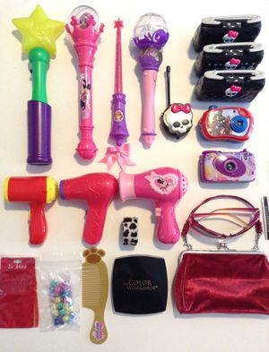 Every on both photos. 43 items in total. Girly vanity play toy for Sale in El Mirage, AZ