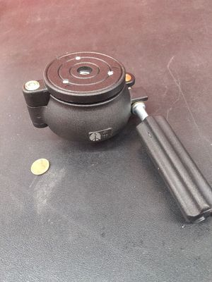 Ball tilt tripod head with level 20 obo for Sale in Tualatin, OR
